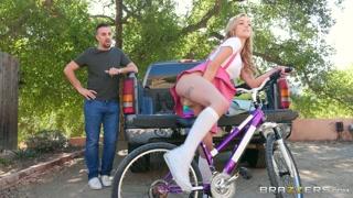 Prima una passeggiata in bici e poi sesso hot