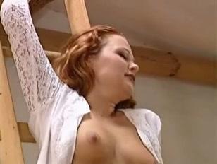 Film porno con una scopata in piedi e sul pavimento