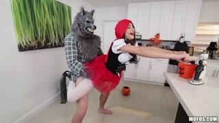Scopata orgasmica tra cappuccetto rosso e il lupo
