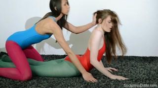 Non è yoga, è gran sesso lesbo