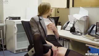 Masturbazione in pausa pranzo super hot
