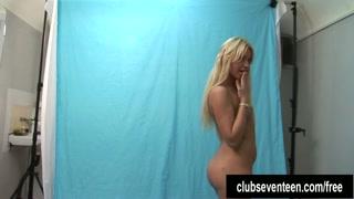 la bella ventiduenne posa nuda per la prima volta per il casting