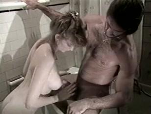 Porno vintage con una bionda sincera e troia
