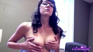 HD porno con una segretaria che si masturba in ufficio