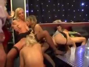 Orgia porno con tante puttane vogliose