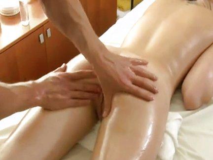 Scopate, massaggi sexy, pompini e leccate con bellissime ragazze orientali