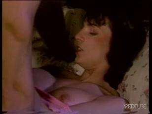 Nel porno dal sapore vintage il biondo muscoloso...