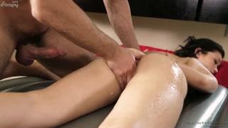 Massaggio birichino nella fica