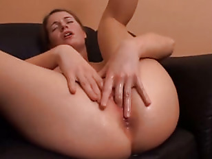 Una eccitante masturbazione vaginale