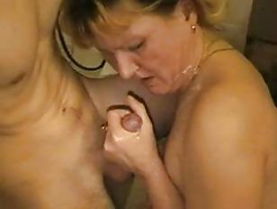 Mamma troia scopata e sborrata dal suo figlio