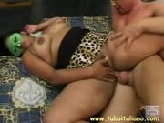 Puttana ninfomane mascherata ripresa mentre si fa scopare dal suo amante