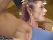 Matura fa body building e sesso estremo per mantenere i suoi muscoli