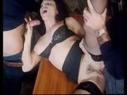 Video vintage: una donna sexy violentata da due uomini
