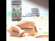 Qualcuno va in spiaggia con la telecamerina nascosta