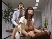 Una coppia arrapata in una scopata porno vintage molto hot